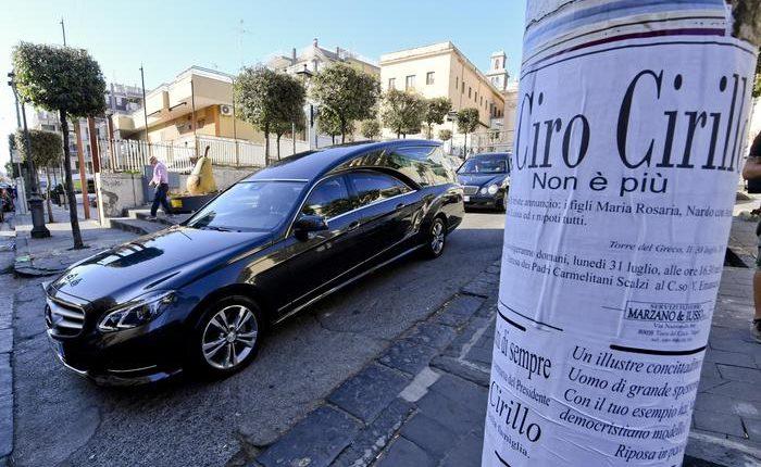 """Morto Ciro Cirillo, folla ai funerali a Torre del Greco.Gava jr, """"Memoriale segreto? Macchè. Fu vittima della sinistra"""""""