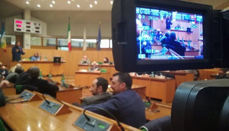 (VIDEO) Consiglio comunale infuocato. Che lite tra il sindaco Cuomo e il consigliere Ruffino che occupa l'aula. Portici dopo il voto: Novità politiche a Destra e a Sinistra