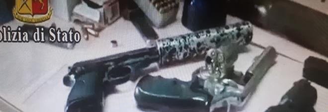 Ecco l'arsenale del clan a Ponticelli: nel bunker fucili, pistole e granate