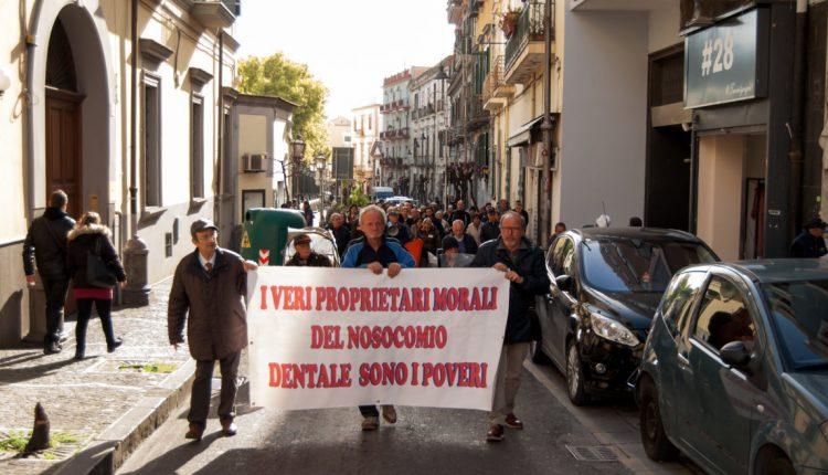 """Nosocomio Dentale  – A San Giorgio a Cremano, marcia pacifica per l'ex albergo dei poveri, assente il gruppo """"Restituiteci il Nosocomio Dentale"""""""