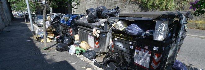 Emergenza rifiuti sotto il Vesuvi: per protesta cassonetti in strada a Ercolano e Boscoreale