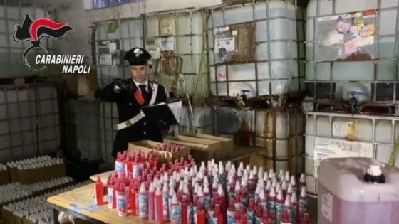 Coronavirus, pronti 5mila flaconi di igienizzante per le mani in una fabbrica abusiva, l'intervento dei Carabinieri forestali