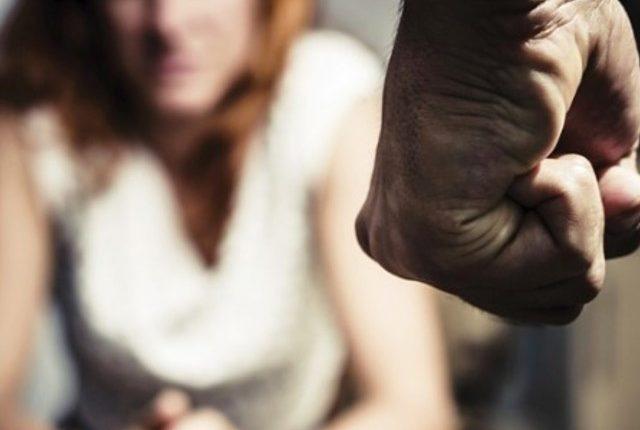 Violenza sulle donne, 5 arresti e 3 denunce nell'hinterland