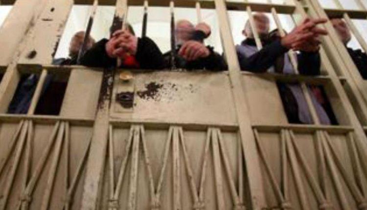 """""""Battitura"""" in cella e casa per indulto:flash mob """"diffuso"""" a Napoli organizzato su Fb: al via alle 18"""