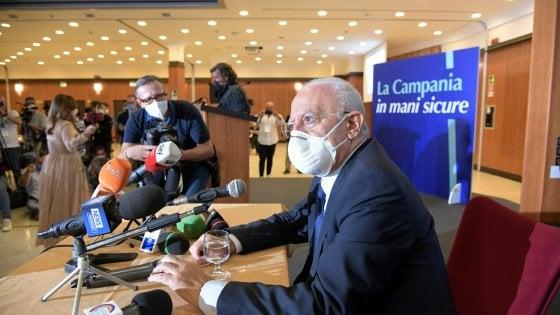 """Il Governatore De Luca minaccia di chiudere tutto: partono i tamponi """"drive-in"""" e continuano i ritardi delle Asl riguardo le risposte"""