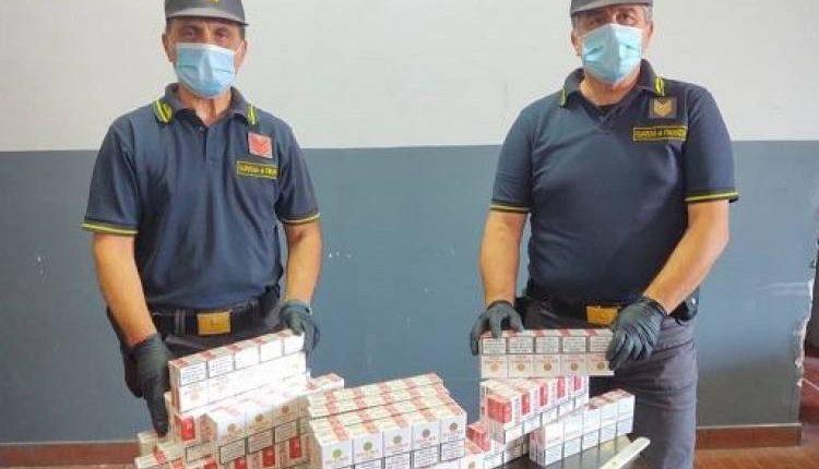 Napoli, arrestato contrabbandiere con reddito di cittadinanza, trasportava 190 chilidi sigarette