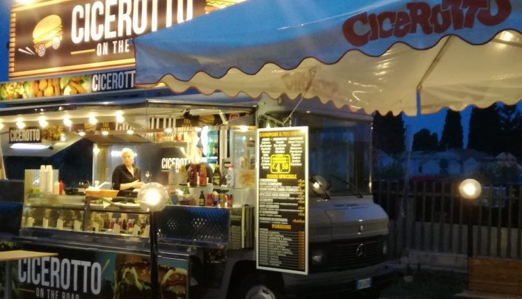 Massa di Somma: in fiamme nella notte il food truck Cicerotto. Aveva riaperto da poco dopo il lockdown