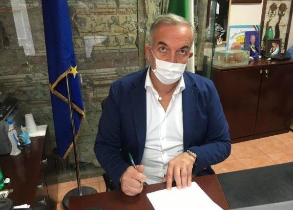 """Apre il Polo Vaccinale a Somma Vesuviana, si inizia con turni pomeridiani. Il sindaco Di Sarno: """"Faccio appello al senso di responsabilità di tutti i cittadini affinché rispettino le norme sanitarie che prevedono l'obbligo della mascherina sempre"""""""
