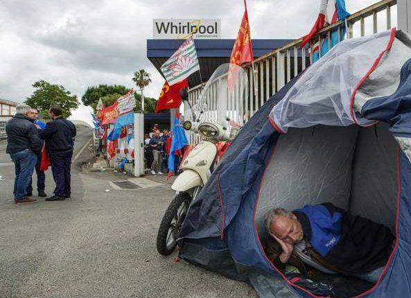La crisi Whirlpool: resta la chiusura di Napoli Venerdì 9 un'assemblea al Plebiscito
