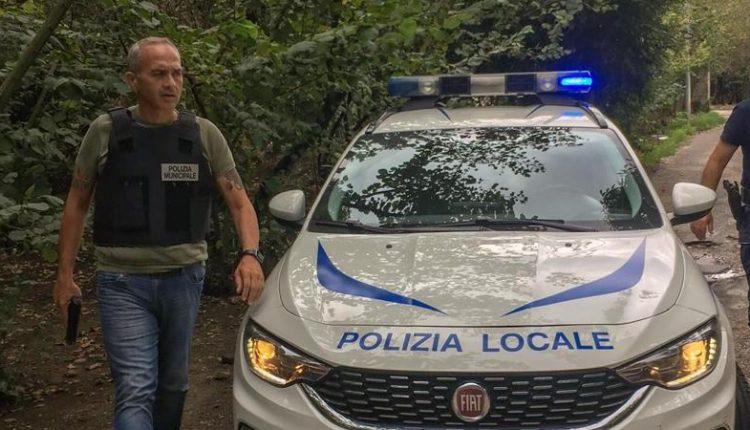 """A Pomigliano d'Arco minacciato il comandante dei vigili urbani Luigi Maiello. Nel mirino della Procura i sequestri per gli illeciti del """"piano casa"""""""