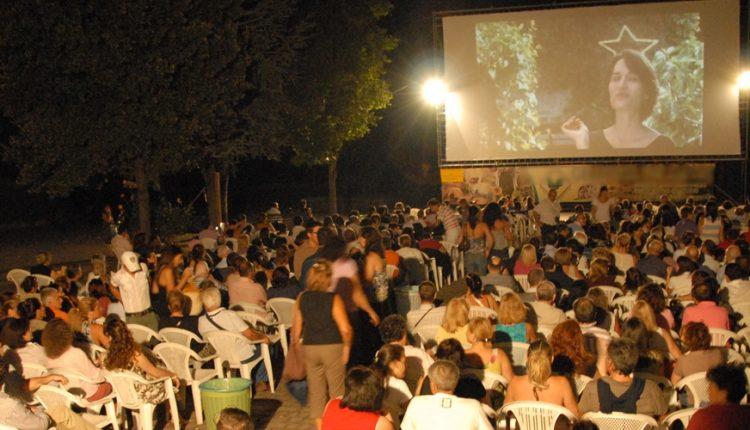 """""""Cinema intorno al Vesuvio"""" – Riparte la kermesse dal 26 giugno al 15 agosto 2021: 44 serate di cinema, ospiti e cortometraggi nel parco di Villa Bruno"""