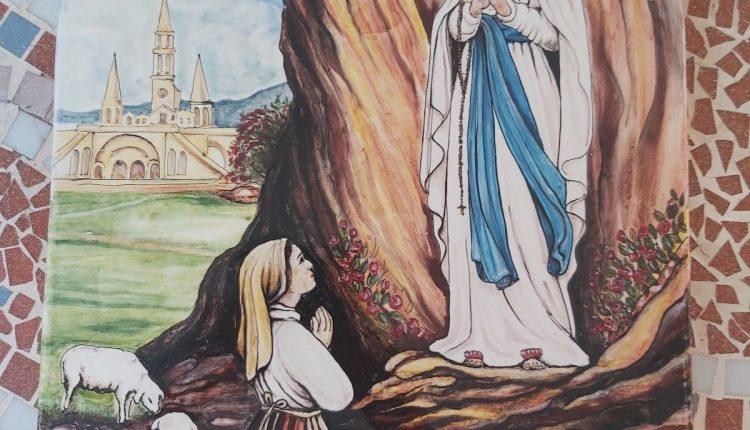 A Pollena Trocchia, un nuovo quadro nell'edicola votiva dedicata alla Madonna di Lordes in via Cimitero