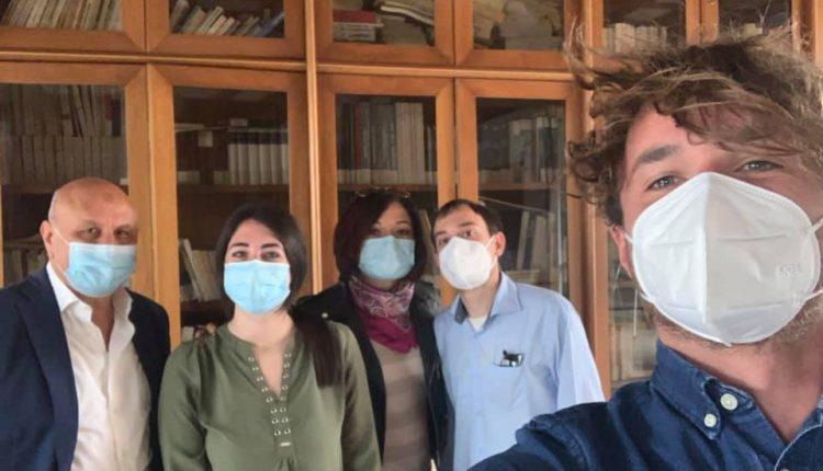 """A San Sebastiano al Vesuvio, il comitato """"Giovani del vesuviano"""" incontra sindaco e assessore: la biblioteca comunale potrebbe nascere nelle vecchie botteghe artigiane mai partite"""